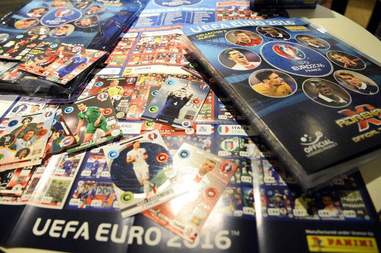 """Am 15.März 2016 wurden von Panini die Sammelkarten zur """"UEFA EURO 2016"""" in Paris präsentiert. / AFP / BERTRAND GUAY"""