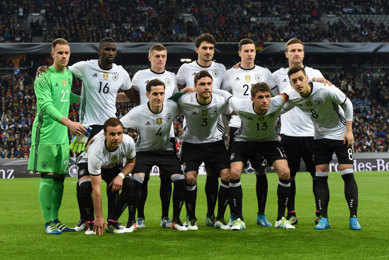 Deutschland Startaufstellung im neuen Heimtrikot