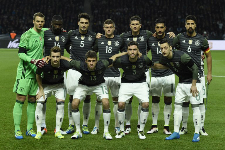 Deutschland Aufstellung im neuen Auswärtstrikot