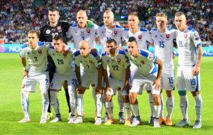 Die Fussballnationalmannschaft der Slowakei vor dem Euro 2016 Gruppe C Spiel gegen Mazedonien in Zilinaam 14.Juni 2015.  AFP PHOTO / JOE KLAMAR
