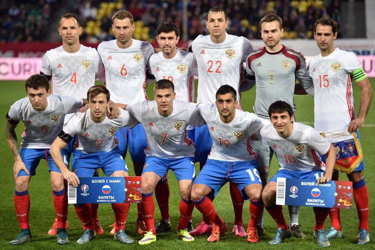 Russlands Fußballnationalmannschaft im neuen Auswärtstrikot von adidas am 14.November 2015. AFP PHOTO / KIRILL KUDRYAVTSEV / AFP / KIRILL KUDRYAVTSEV