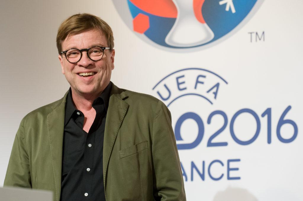 Moderieren wird das EM-Eröffnungspsiel Béla Réthy im ZDF.