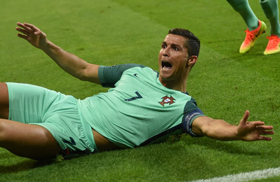Portugal's Cristiano erzielt das 1:0. / AFP PHOTO / PAUL ELLIS