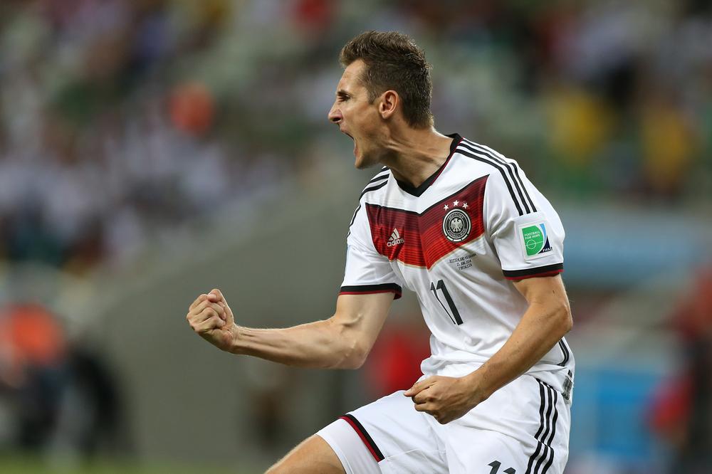 Miroslav Klose jubelnd im Dress der Deutschen Nationalmannschaft